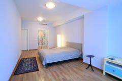 有化装室的卧室 库存照片