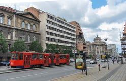 有北约轰炸毁坏的前南斯拉夫的国防部大厦的街道在贝尔格莱德塞尔维亚 免版税库存照片