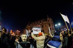 有匾的抗议者在布加勒斯特 免版税库存照片