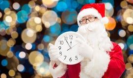 有十二的圣诞老人在圣诞节的时钟 库存图片