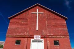 有十字架的2017年4月27日-矛盾科罗拉多-矛盾社区活动中心和教会,状态 修造的外部,美国 图库摄影