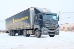 有半拖车的卡车在停车处在莫斯科 库存照片