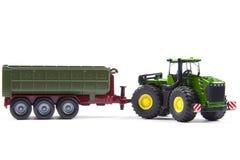 有半拖车的玩具拖拉机 图库摄影