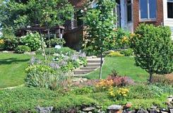 有华美环境美化的美好的家 免版税库存照片