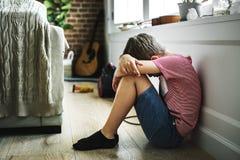 有单独的消沉的年轻男孩 库存图片