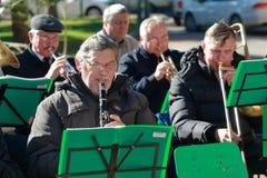 有单簧管的音乐家在第一行 库存照片