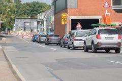 有单行道交通控制和交通的l建造场所 库存照片