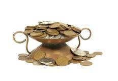 有南非硬币的装饰铜碗 库存图片