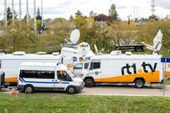 有卫星抛物面天线frm N24渠道的电视卡车 免版税库存图片