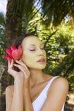 有印地安人Multani马蒂黏土面部面具的,秀丽温泉妇女 图库摄影