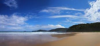 有卵石花纹的海滩(NSW,澳洲) 免版税图库摄影