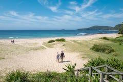 有卵石花纹的海滩,澳大利亚 图库摄影