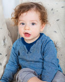 有卷发的男婴 库存图片