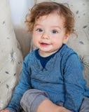 有卷发的男婴 免版税库存图片