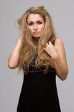 有卷曲的美丽的金发碧眼的女人 图库摄影