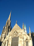 有历史大厦的教会 库存图片