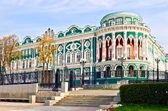有历史大厦的ekaterinburg 免版税图库摄影