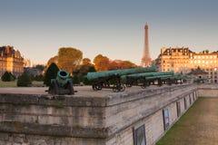 有历史的大炮在Les Invalides博物馆在巴黎 免版税库存图片