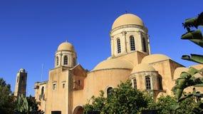 有历史的安排 Agia Triada老教会与绿色叶子的 希腊 免版税库存图片