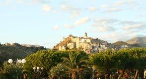 有历史的意大利scalea城镇 库存照片