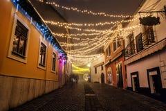 有历史的房子的街道, Szentendre,匈牙利,圣诞节时间 免版税库存照片