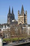 有历史的教会的地平线城市科隆 免版税图库摄影