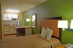 有厨房的旅馆客房 免版税库存图片