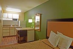 有厨房的旅馆客房 库存照片