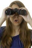 有双筒望远镜的少妇 免版税库存图片