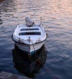 有反射的小船 免版税库存图片