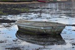 有反射的小船 免版税库存照片
