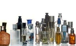 有反射的香水和芬芳瓶 免版税库存照片
