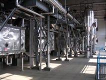 有发光的管子和设备的工业蒸发器银行 免版税库存照片