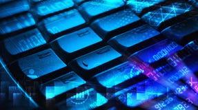有发光的编程的代码的键盘 免版税库存图片