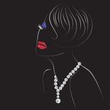有发光的嘴唇、眼睛和钻石项链的妇女 免版税库存照片