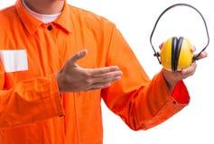 有取消耳机的噪声的建筑工人 库存图片