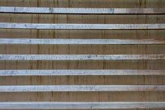 有变灰的木高视阔步的混凝土墙 库存图片