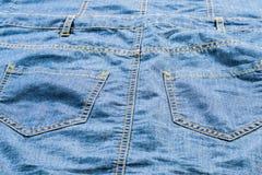 有口袋的详细的浅兰的牛仔裤 免版税图库摄影