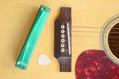 有口琴的吉他 免版税库存照片