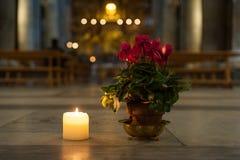 有古老历史Decoraton艺术的罗马意大利教会大教堂Inerior 2013年 库存照片