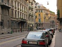 有古老大厦的街道在米兰意大利的中心 免版税库存照片