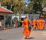 有古老stupa的佛教寺庙在阿尤特拉利夫雷斯,曼谷,泰国 免版税库存图片