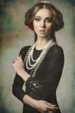 有古色古香的样式的秀丽贵妇人 免版税库存照片