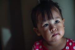 有可利用的光的亚裔女孩小孩 库存图片