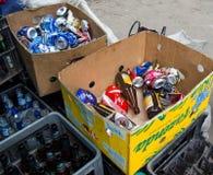 有可回收材料的箱子在招待会指向 图库摄影