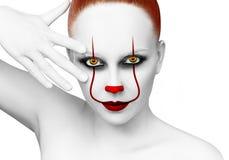 有可怕小丑grimm的红头发人妇女 库存照片
