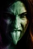 有可怕恐怖面孔的邪恶的妇女 库存照片