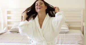 有可爱的微笑的活泼的少妇 股票视频