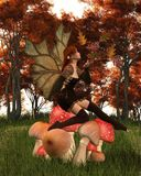 有叶茂盛翼的秋天神仙在秋天森林地伞菌 库存照片