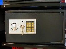 有号码锁的,现代安全锁保险柜 免版税图库摄影